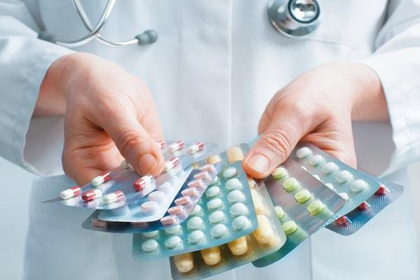 Sử dụng kháng sinh là một trong các phương pháp điều trị viêm lộ tuyến cổ tử cung