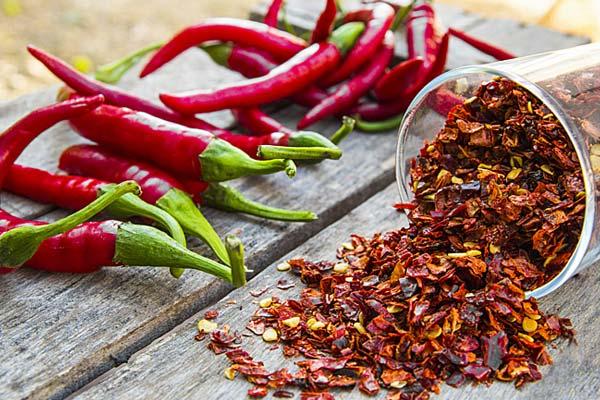 Ăn nhiều đồ cay nóng khiến vùng kín có mùi hôi
