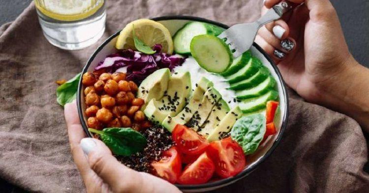 Cần bổ sung đầy đủ dinh dưỡng, vitamin, chất xơ cho thực đơn ăn uống hàng ngày