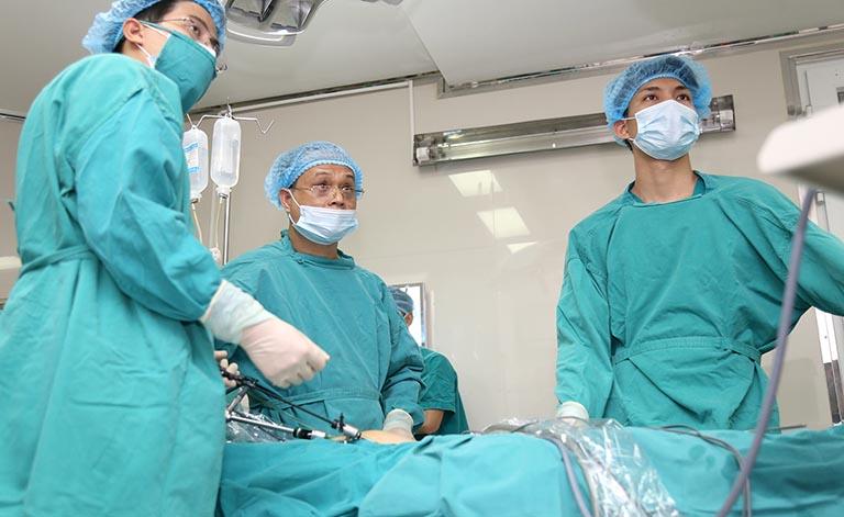 3. Mổ u xơ tử cung bằng phương pháp nội soi tiến hành như thế nào 1