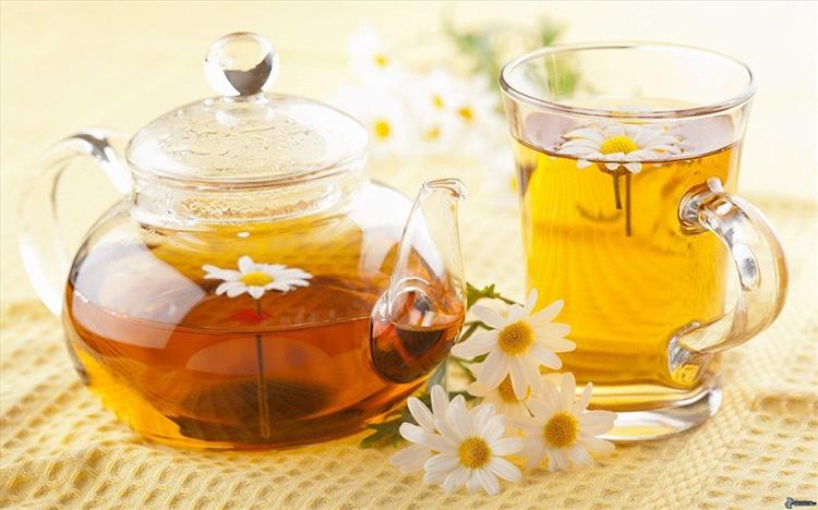 Giảm đau bụng kinh bằng trà hoa cúc 1